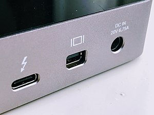 Conector Mini Displayport hembra en ordenador portátil.jpg