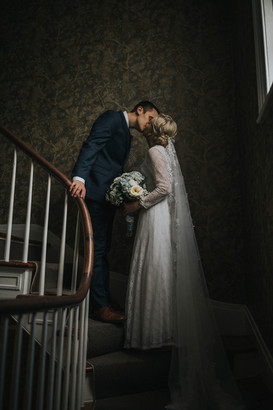 couple kissing pruyn house