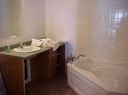 rm 40 bathroom