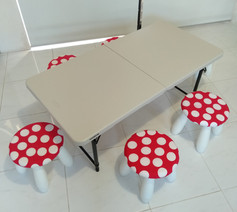 Table and 6 stools and covers