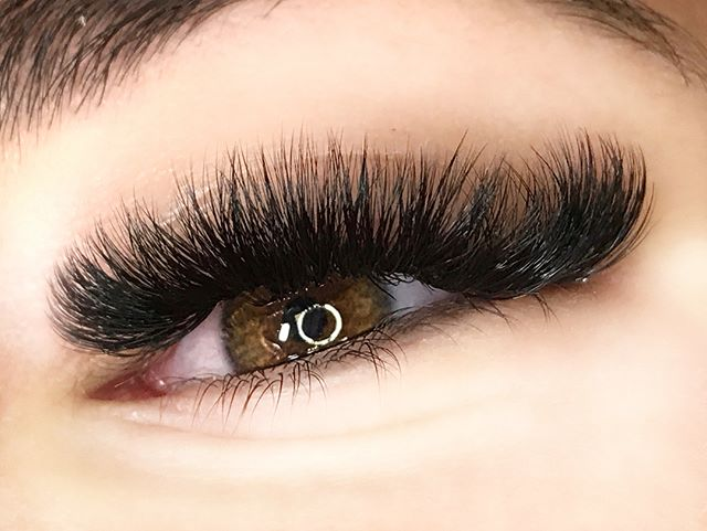 B I G  N E W S!!! We are now offering LashBoxLA fills and full sets!! If your one of those ladies th