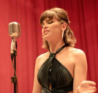 Luana Pacheco - A voz francesa de Porto Alegre!