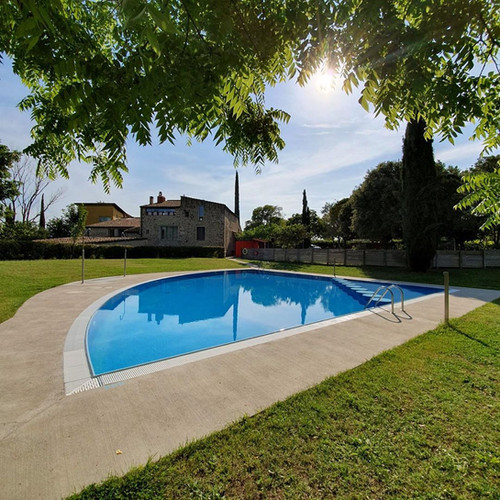 piscina can coromines.jpg