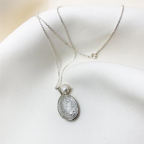 İncili Gümüş Madalyon Kolye