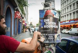 'Die Toten kommen': Mittelmeerflüchtlinge im Vorgarten von Merkel