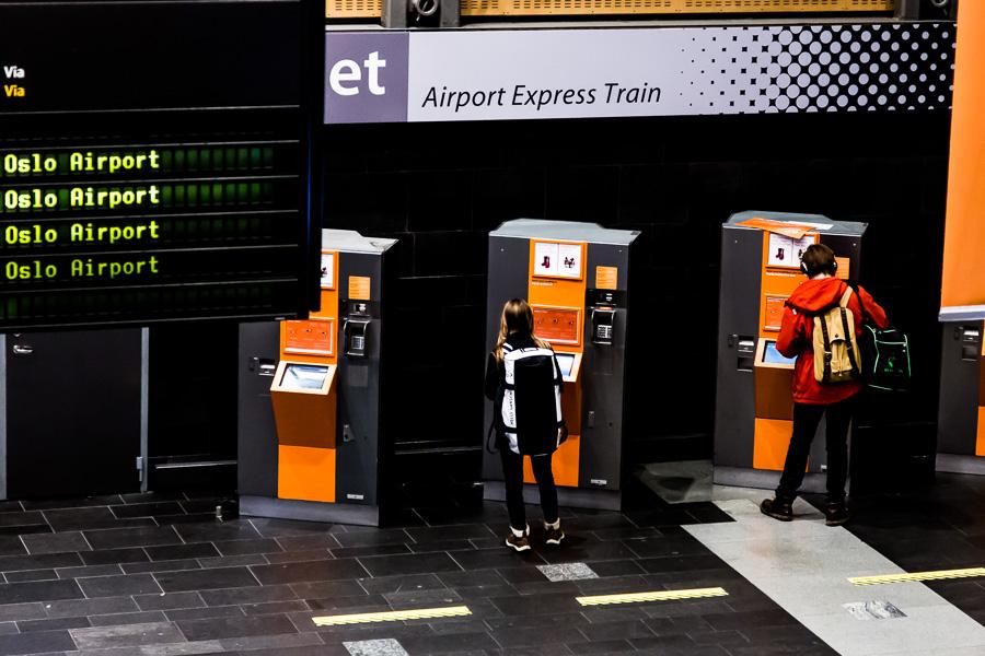 Transport, kommunikasjon. Flytog