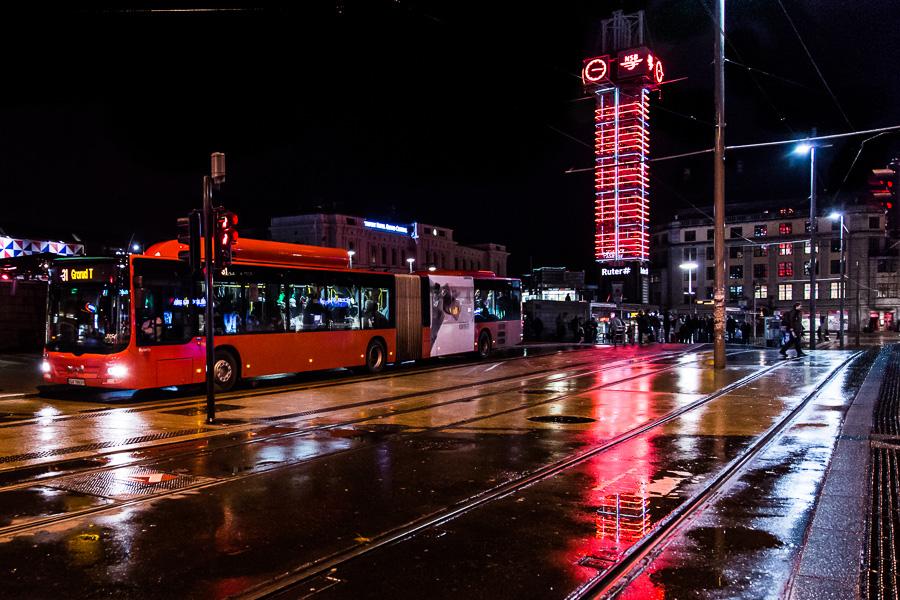 Transport, kommunikasjon. Buss