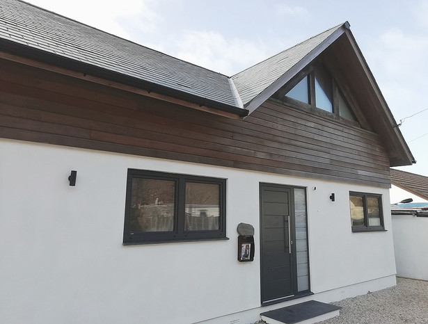 Contemporary beachside living, Porthtowa