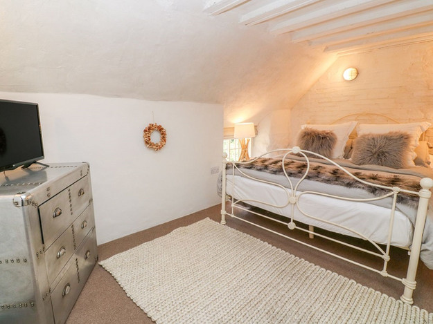 New bedroom within Grade II Listed thatched cottage in Mullion, Cornwall.