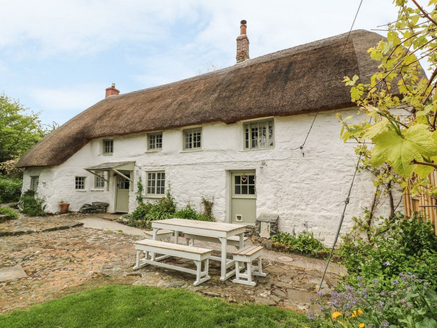 Completed Grade II Listed thatched cottage in Mullion, Cornwall.