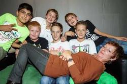 2013-10 Tieners op de bank