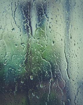 rain-raindrops-rainy-110874.jpg