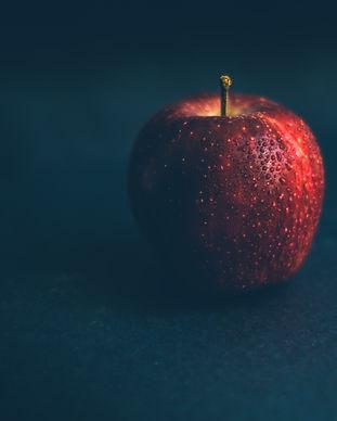 apple-black-background-color-2310797.jpg