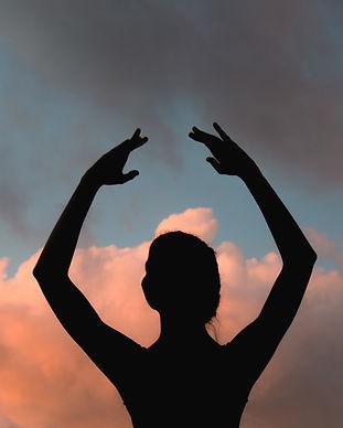 silhouette-of-ballet-dancer-760115.jpg