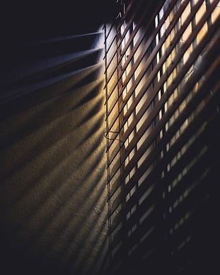 blinds-dark-light-586414.jpg