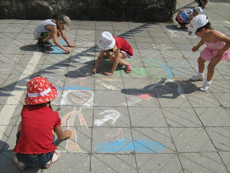 МАДОУ ЦРР-детский сад №70 конкурс рисунков на асфальте