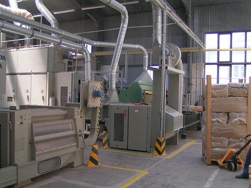 Verarbeitungsversuch zur Herstellung von Dämmatten aus Ölleinfasern bei Fa. Canabest, CZ (Brückner)