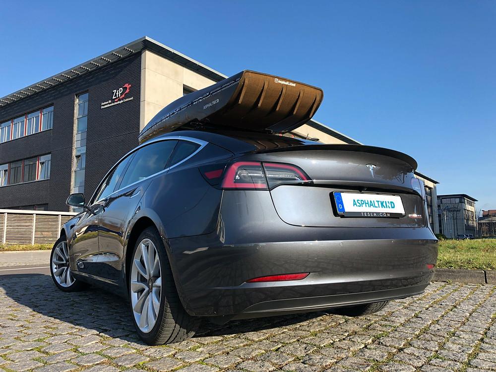 Bildquelle: Asphaltkind by Cropfiber - Naturfaserbasierte Zubehörteile für den Tesla 3