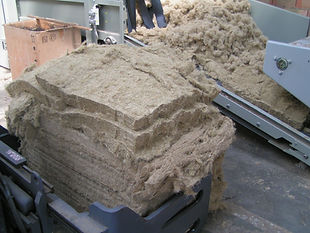 Verarbeitungsversuch zur Herstellung von Dämmatten aus Ölleinfasern bei Fa. Canabest, CZ 3 (Brückner)