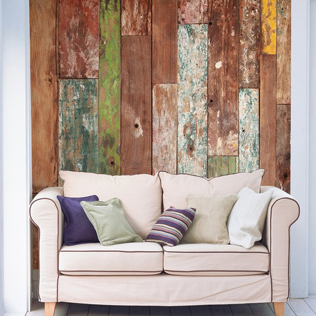 Wall covering that mimics wood: Adorn the abode's walls