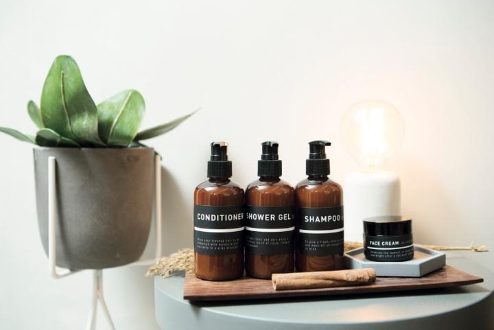 AROMATHERAPY PRODUCTS   純自家製的天然香薰精油用品