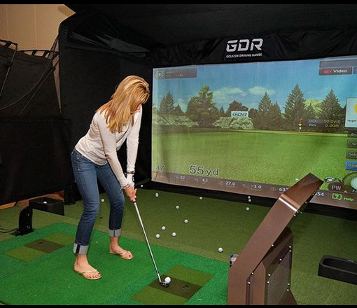 Golfzon woman playing
