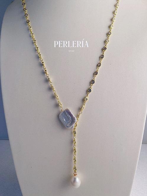 Collar corbata con perla cuadrada