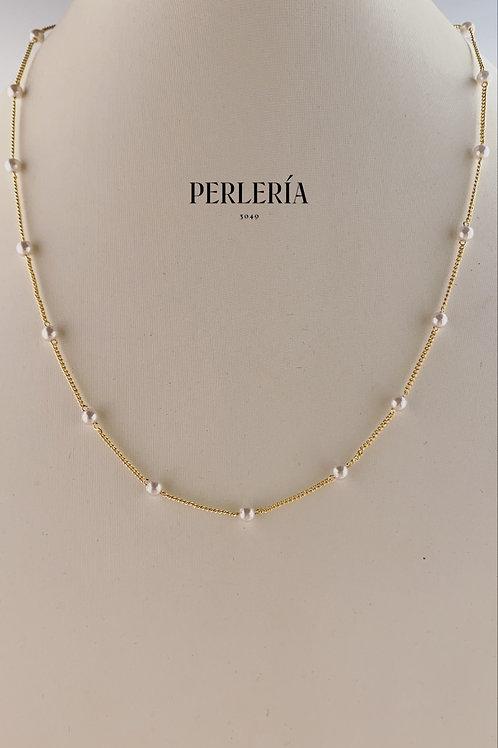 Cadena de chapa con perlitas