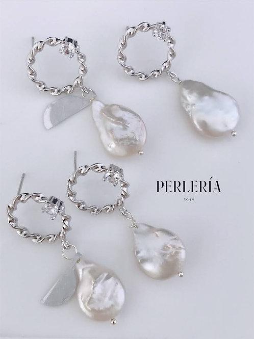 Aretes circulo plateado perla pera