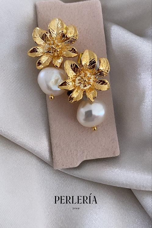Aretes flor dorada