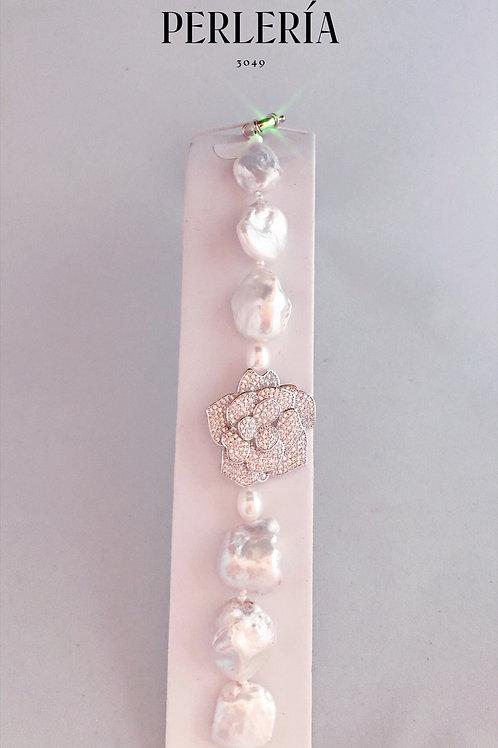 Pulsera perla nucleada flor circonia