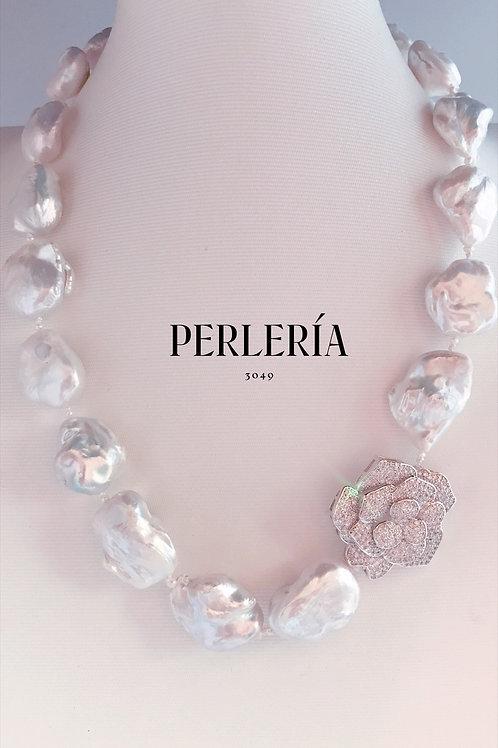 Collar perlas nucleadas flor de circonia