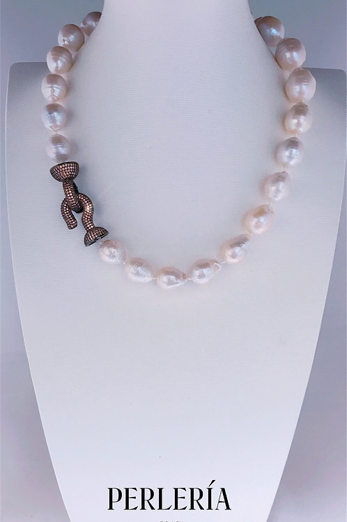 Collar perlas barrocas