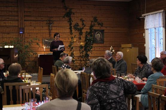 Föreningens ordförande Maria välkomnar gästerna.