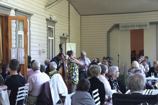 Föreningen ordnar sommarfester till förmån för barnhemmet.