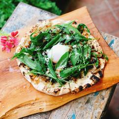 松露野菇芝麻葉搭溫泉蛋Pizza