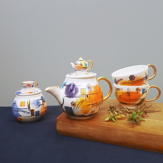 Kadinsky Tea Set with Gold