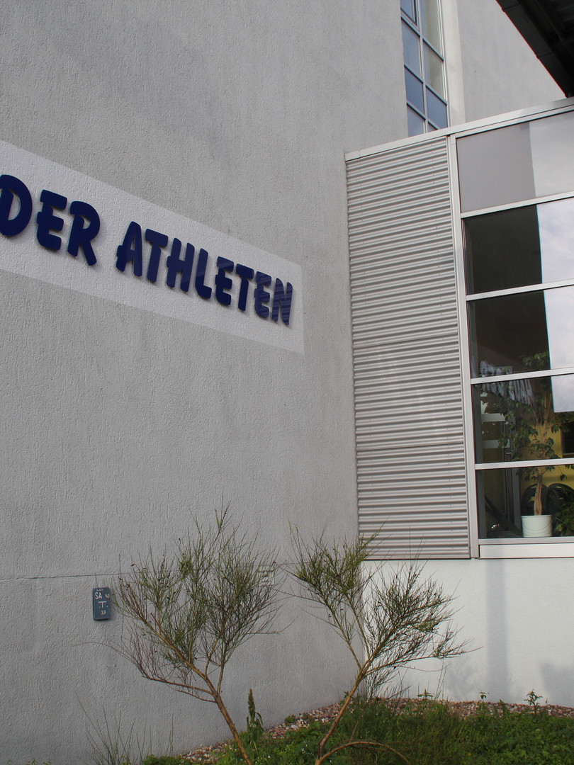 Haus der Athleten Eingang (1).jfif