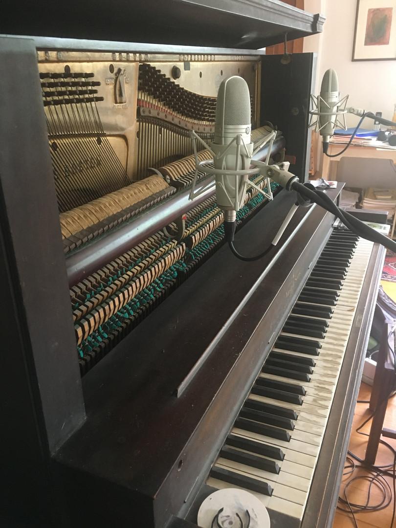 Recording upright 1