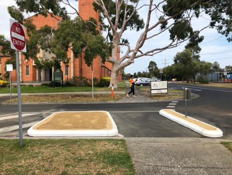 Semi Barrier rubber kerb-Half Rd Closure