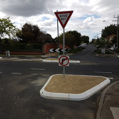 rubber kerb traffic calming australia.jp