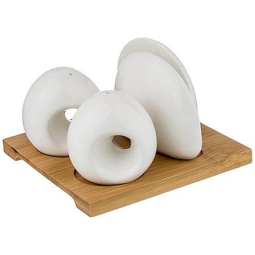 Набор для специй + салфетница на  деревянной подставке.
