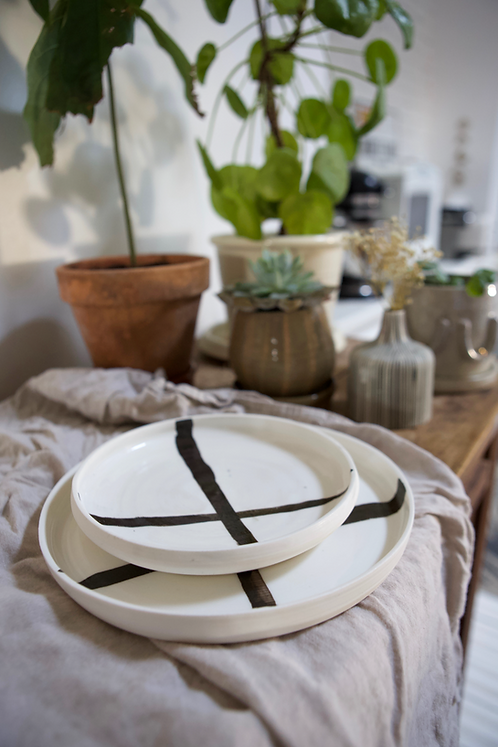 Duo assiettes porcelaine & lignes noires