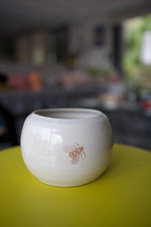 Vase boule & petite abeille