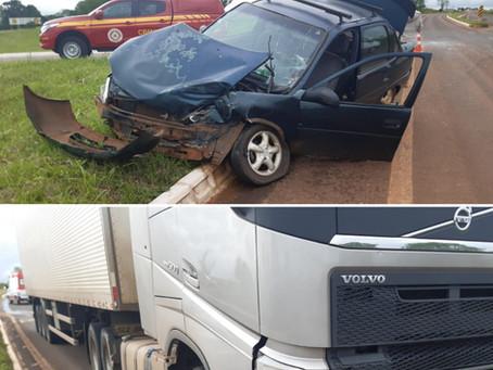 Colisão entre caminhão e carro na ERS210 em Esquina Boa Vista