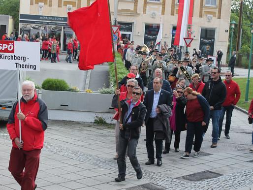 Die SPÖ Kirchberg-Thening beim Maiaufmarsch in Traun