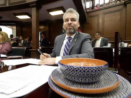 Diputado Alfredo Ramírez propone que hoteleros y restauranteros usen artesanías