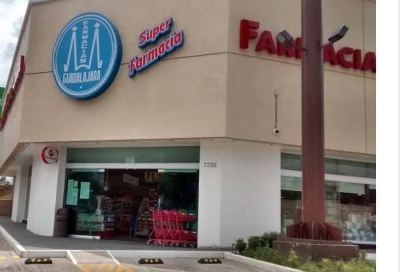 Morelia: Encapuchados entran a farmacia, amagan empleados y se roban botín