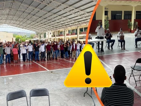 """Actores de la CNTE Apatzingán traicionan sus principios al levantar la mano a """"candidatos"""""""