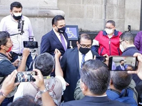 Silvano Aureoles denuncia que afuera de la SCJN recibió amenazas de cárcel